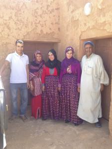 (2 von 12) Hafid, Aisha, Kathida, Akidia und Fahrer Larbi