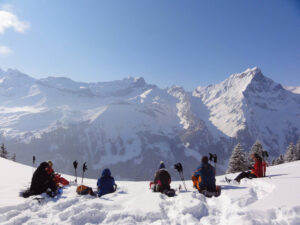 Schneeschuhwandern ab Hotel im Bergdorf Jeizinen (VS)