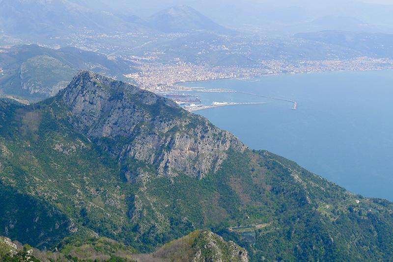 Aussicht vom Monte dell'Avvocato in die Bucht von Salerno