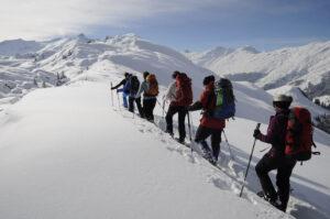 Genuss-Schneeschuhwandern ab heimeligem Hotel am Heinzenberg (GR)